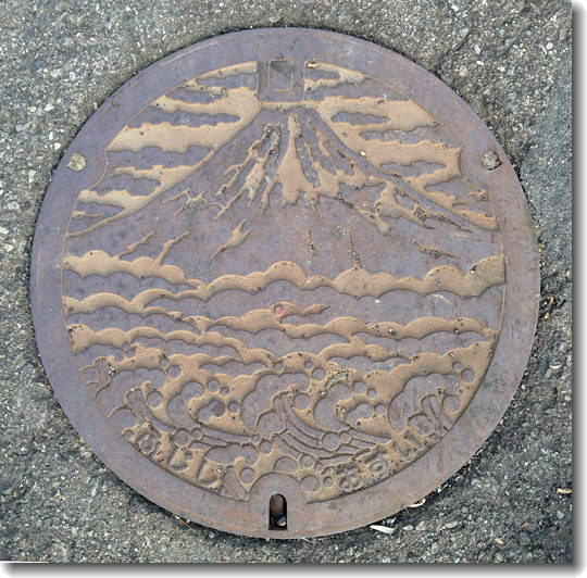 Fuji_manhole_0.jpg