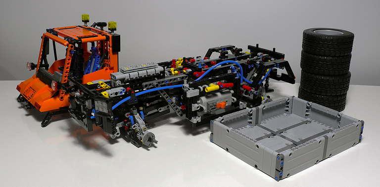LEGO_8110_13.jpg