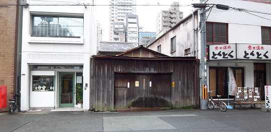Osaka080424_barrack_0.jpg