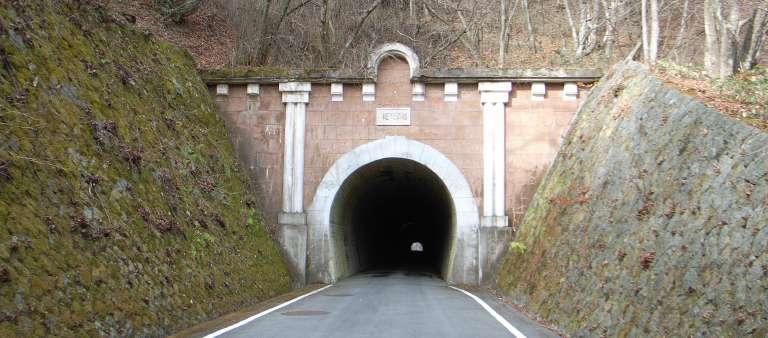 sasago_tunnel_4.jpg